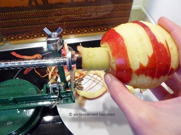 Eine Apfelschälmaschine ist ein Spaß für die ganze Familie 63