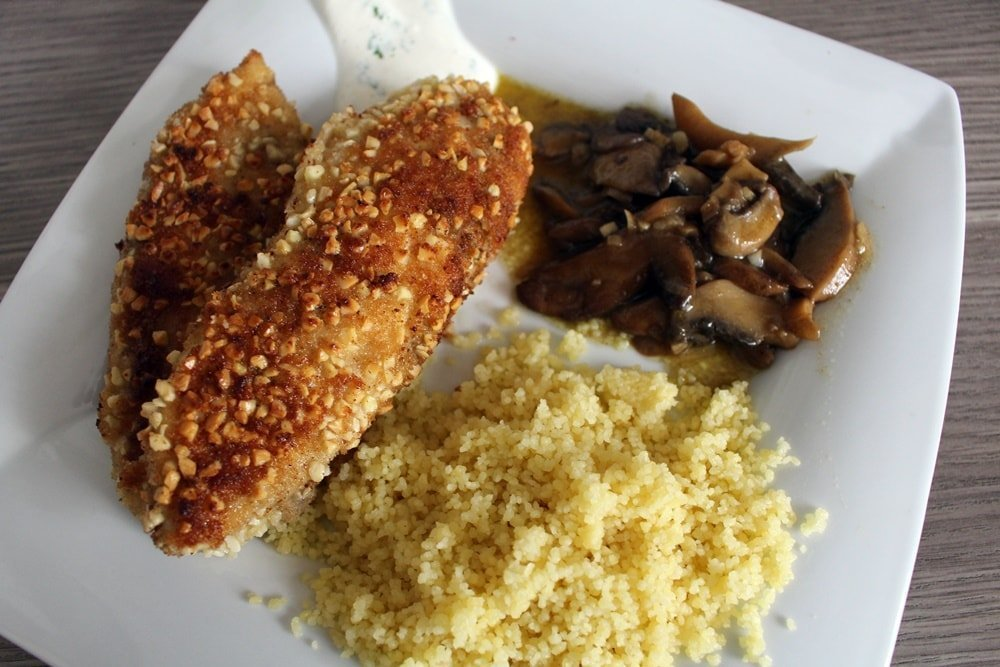 rezept h hnchenschnitzel mit mandelpanade couscous. Black Bedroom Furniture Sets. Home Design Ideas