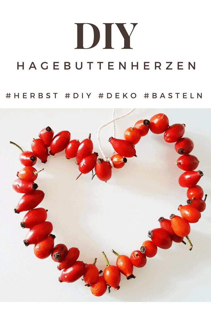 #Herbstdeko #Autumn #heart #DIY #Hagebuttenherz #basteln #deko #naturmaterialien