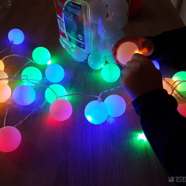 Lichterkette selber machen mit Tischtennisbällen 18