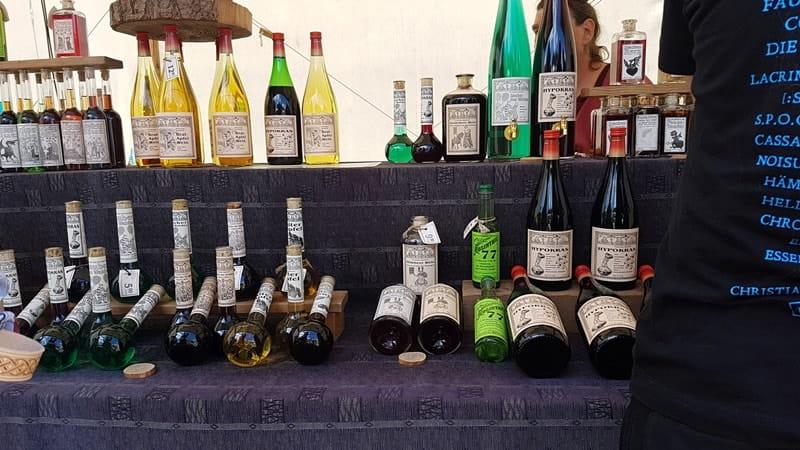 Alkoholische Getränke wie Met von Mittelaltermarkt