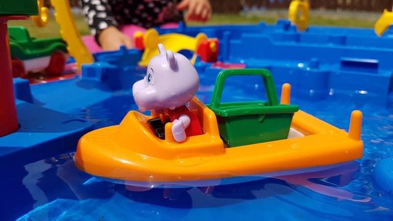 Hippo Spielfigur AquaPlay im Test-min
