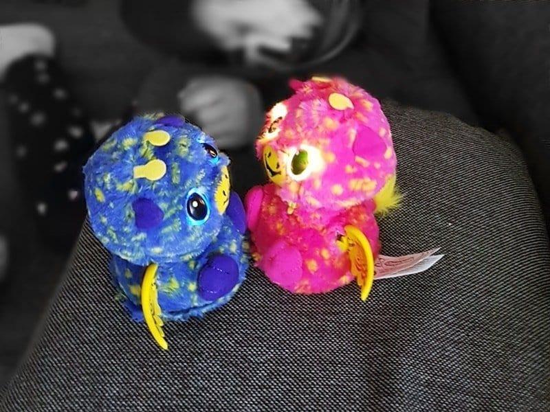 Hatchimals Surprise Giraven Zwillinge pink blau von Spin Master