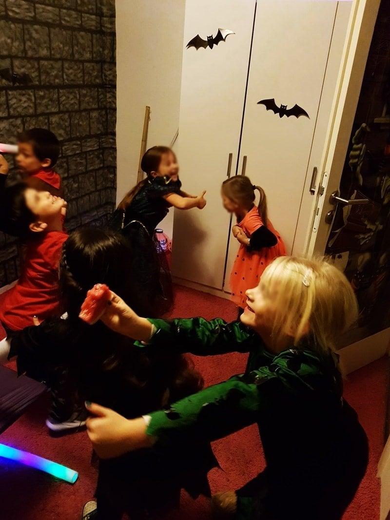 Kinder tanzen Chi-Chi-Wa