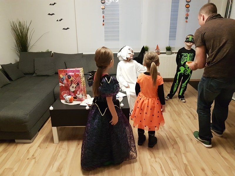 Kinder Halloweenparty in Bildern