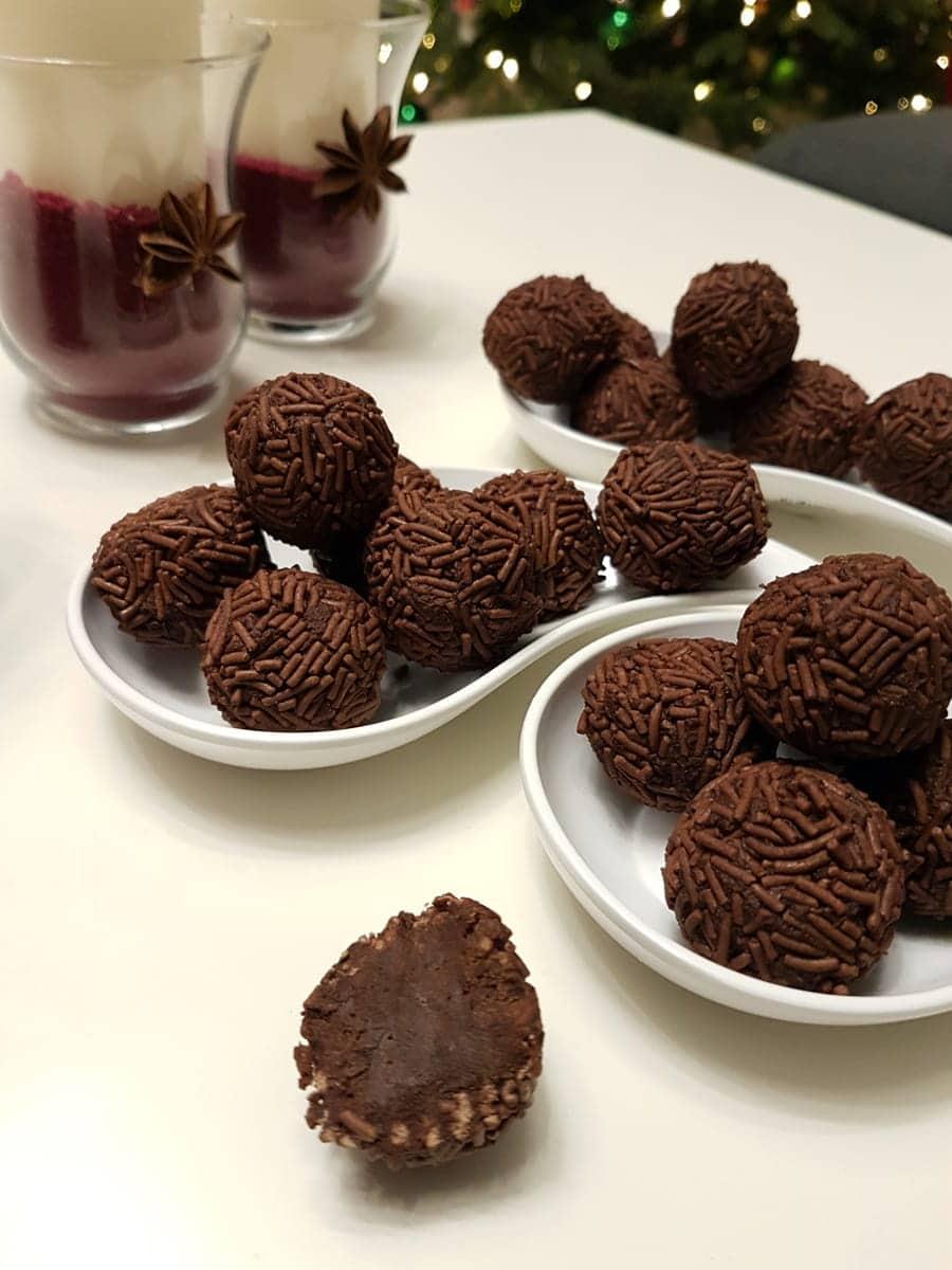 rezept rumkugeln aus geriebener schokolade selber machen. Black Bedroom Furniture Sets. Home Design Ideas