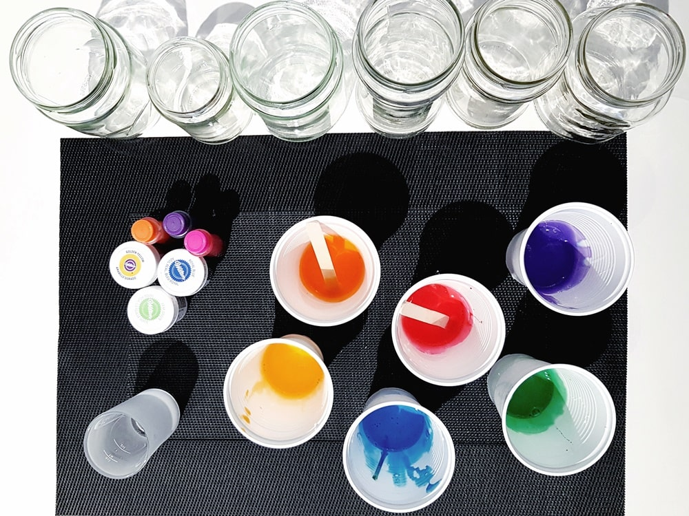 Bunte Gläser selbst färben Lebensmittelfarbe