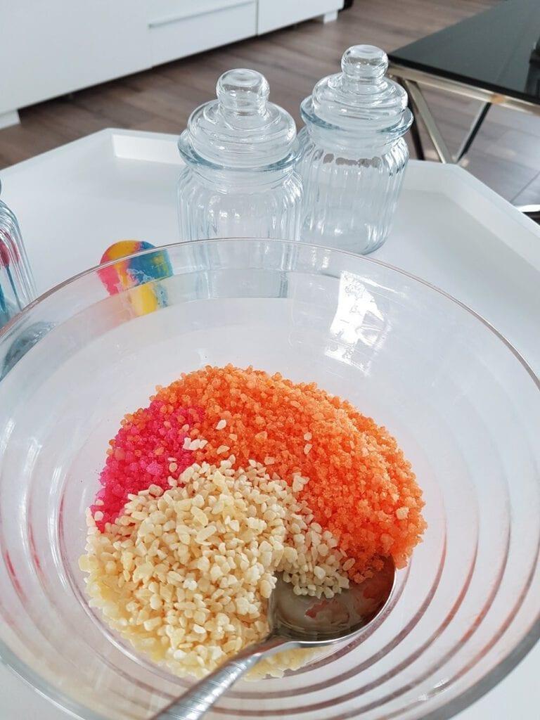 DIY Kinder Badesalz: Magisches Knisterbad selber machen 28