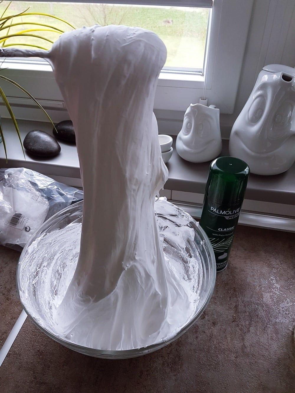Snow Slime DIY Anleitung: Rezept für fluffigen Schnee Schleim 2