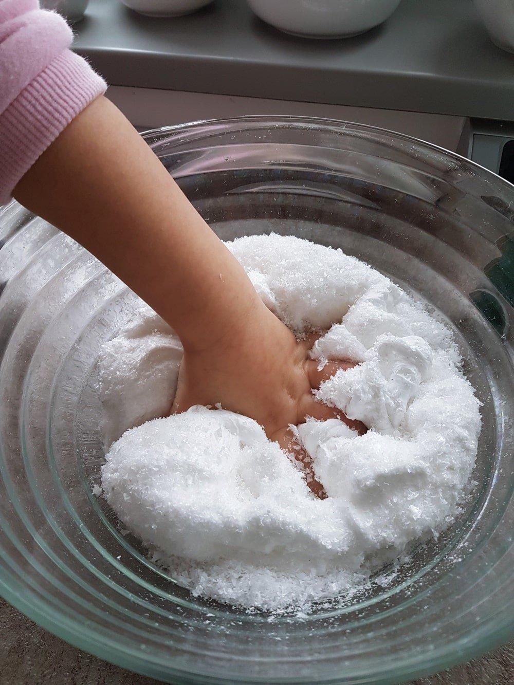 Snow Slime DIY Anleitung: Rezept für fluffigen Schnee Schleim 42